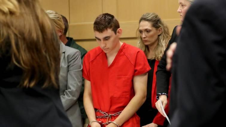 El autor de la matanza de Parkland es acusado de 17 cargos de asesinato