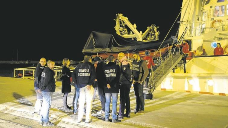 Italia «secuestra» el barco de una ONG española por fomentar la inmigración ilegal