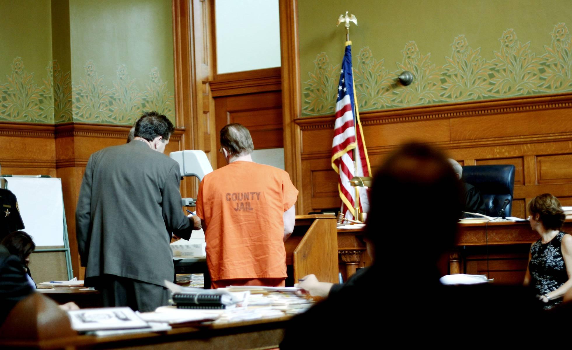 Un juez de Texas ordena aplicar descargas eléctricas a un preso para forzarlo a declarar en la sala