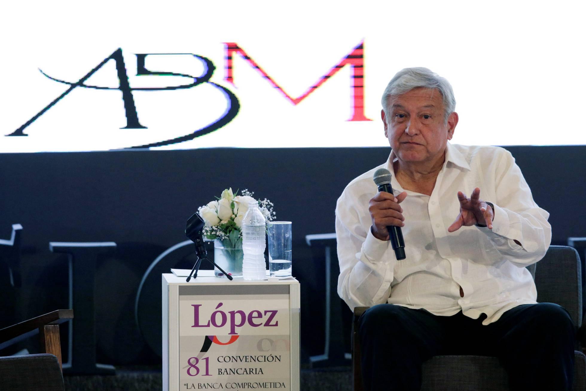 """López Obrador tranquiliza a la gran banca mexicana: """"No vamos a afectarles en nada"""""""