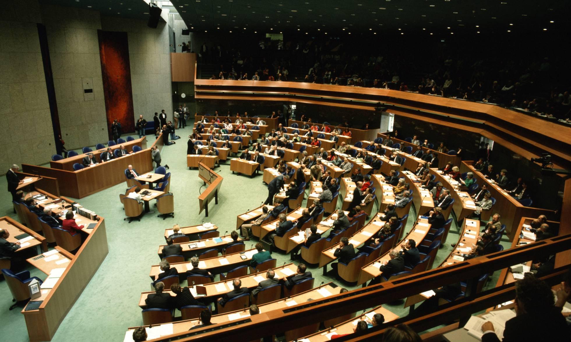Un hombre intenta suicidarse ahorcándose en el Parlamento holandés