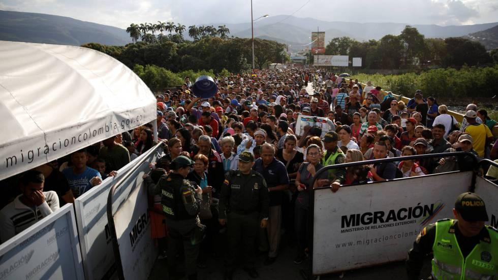 venezolanos huyendo a Colombia
