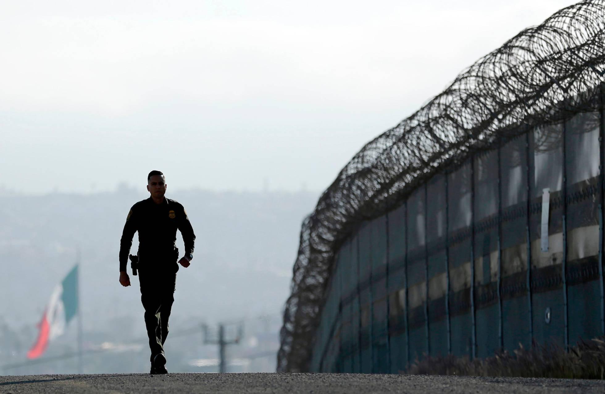 California acepta enviar militares a la frontera, pero no para tareas de inmigración