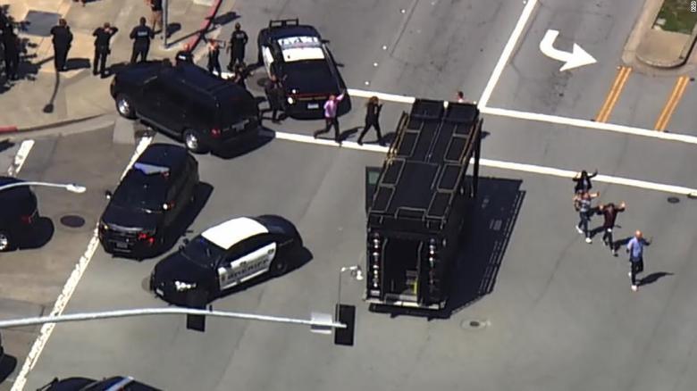 La policía confirma la presencia de un tirador activo en la sede de Youtube en California