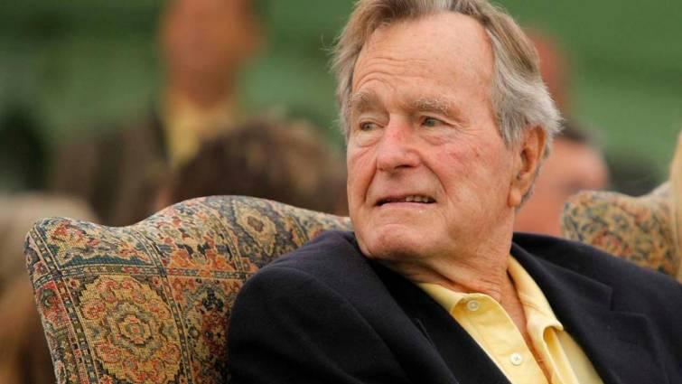 Hospitalizan al expresidente Bush días después de la muerte de su esposa