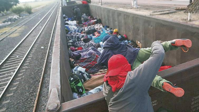 Cientos de refugiados de Centroamérica llegan a Tijuana para entrar a EE UU