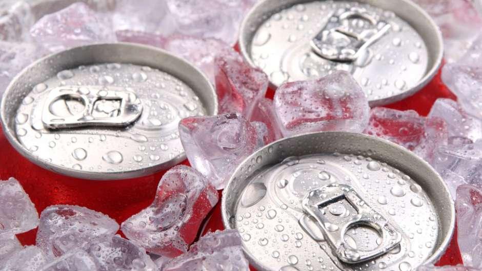 Lanzan en EUA las primeras latas del mundo que se enfrían solas