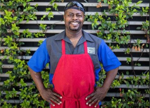 Chef ganador del James Beard, viene a Alabama para abrir un restaurante barbecue