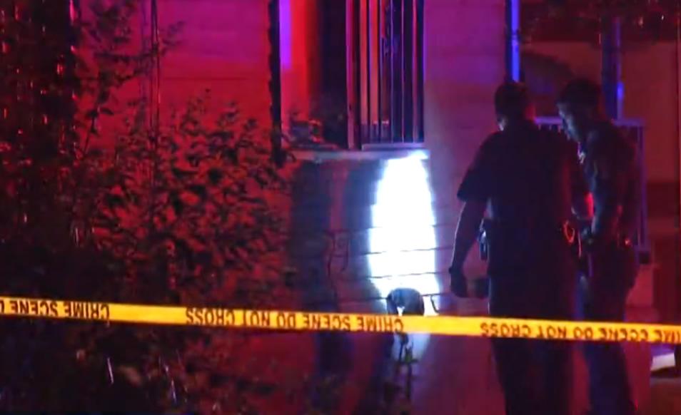 Residentes indignados, luego de que un niño de 12 años recibiera un disparo en su casa, en la cama
