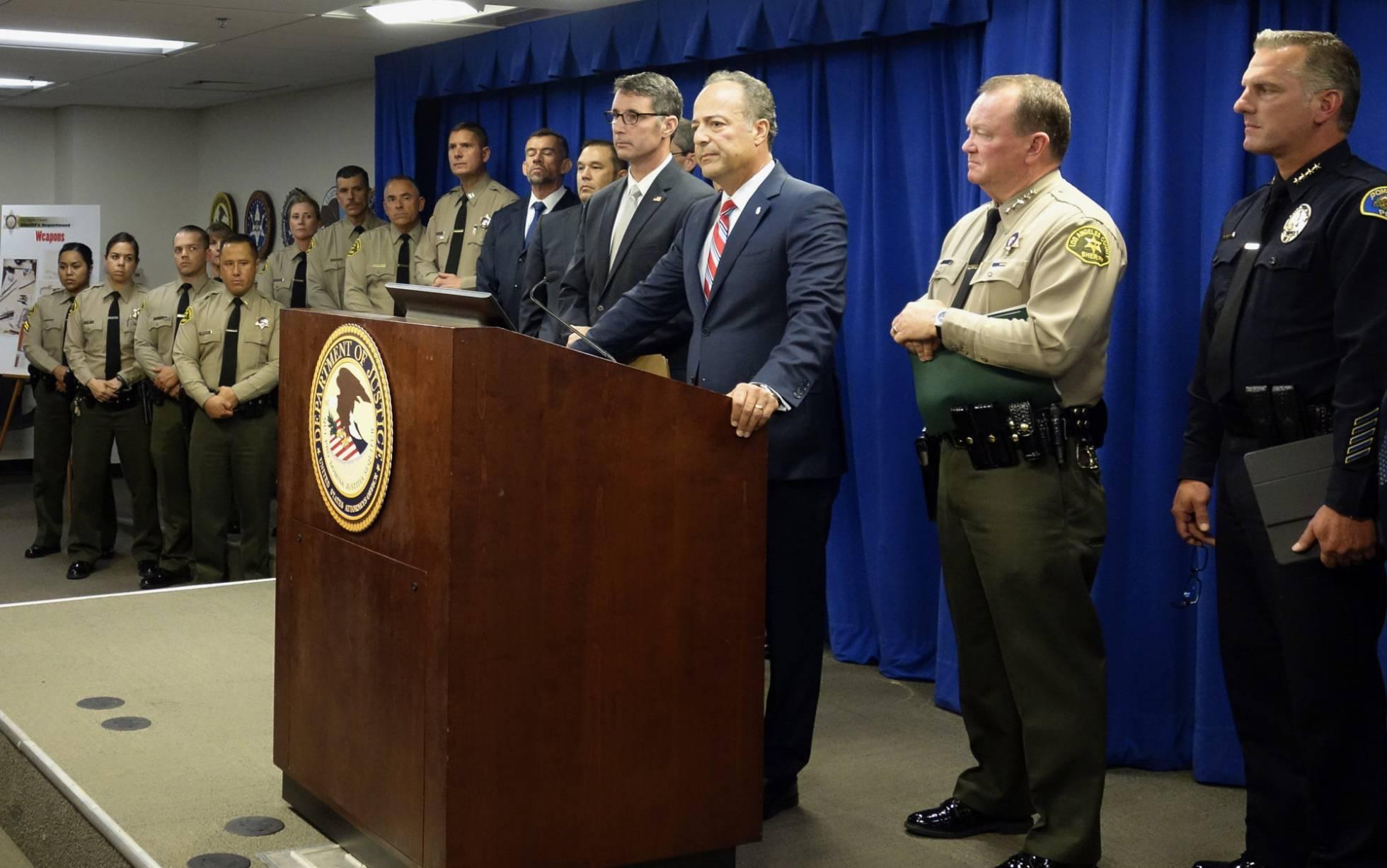 """Decenas de detenidos en Los Ángeles en una megaoperación contra la Mafia Mexicana, la """"banda de las bandas"""""""