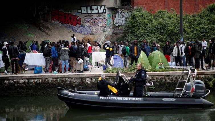 evacuan 1500 inmigrantes paris