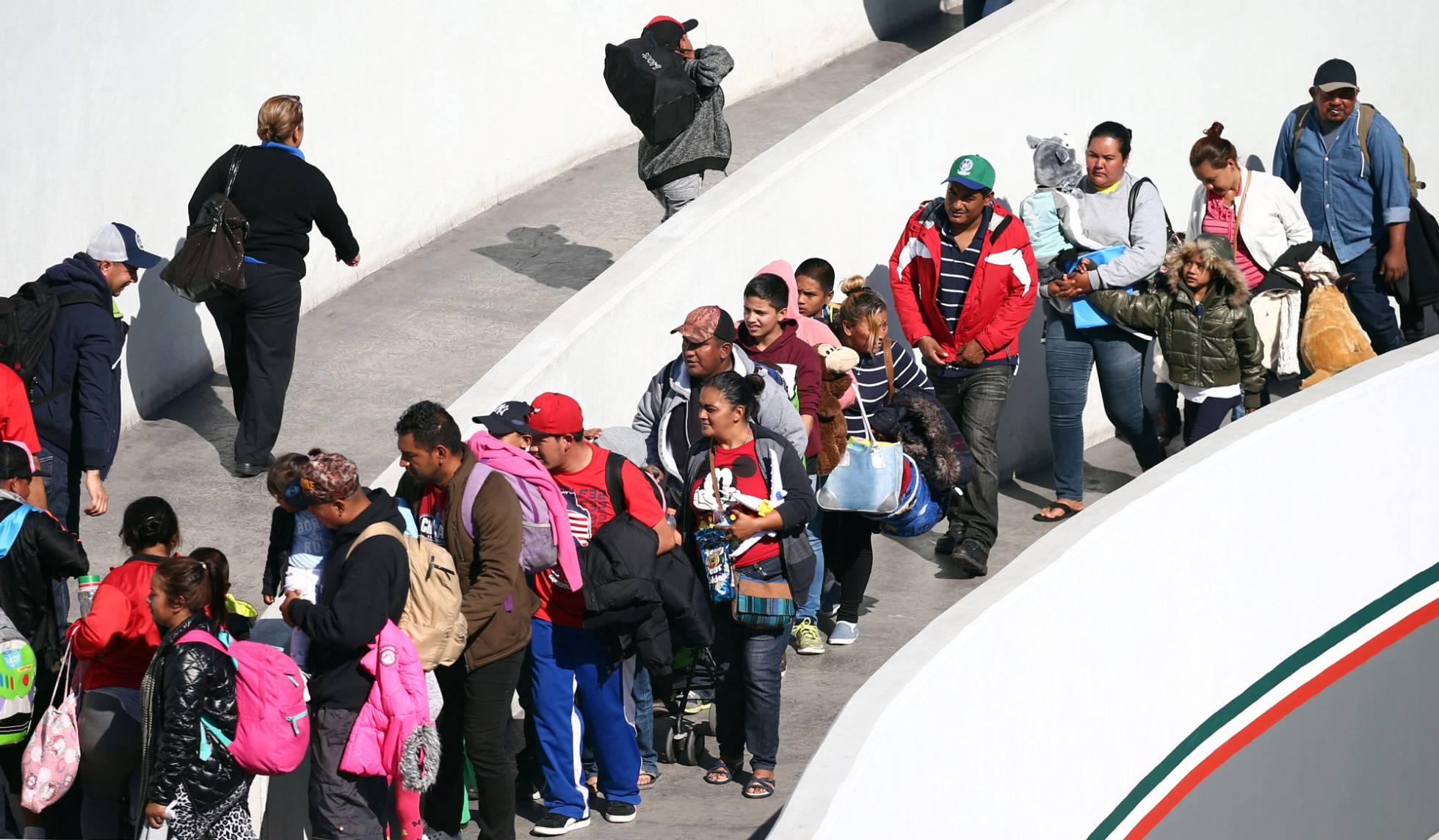Estados Unidos recibe a todos los miembros de la caravana migrante que acamparon en Tijuana