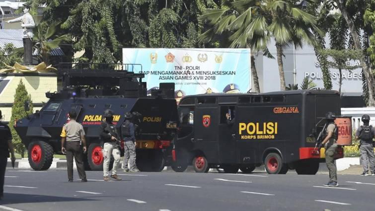 Ataque suicida de una familia contra una comisaría en Indonesia