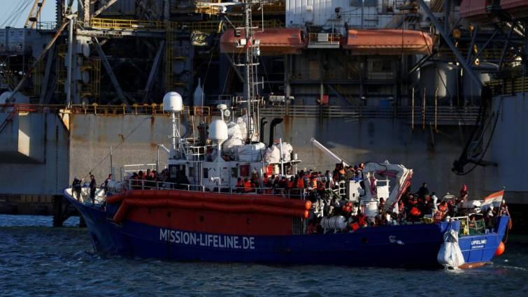 El barco Lifeline con 230 inmigrantes llega a Malta tras seis días de espera