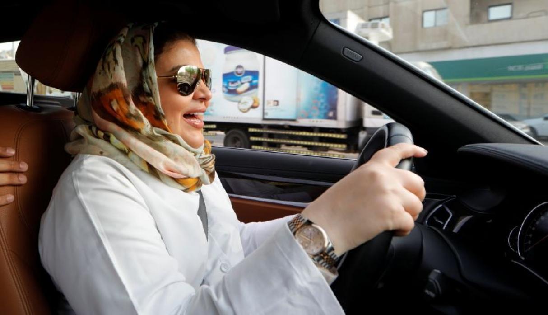 Ayer, por primera vez en la historia, las mujeres de Arabia Saudita pudieron manejar un auto