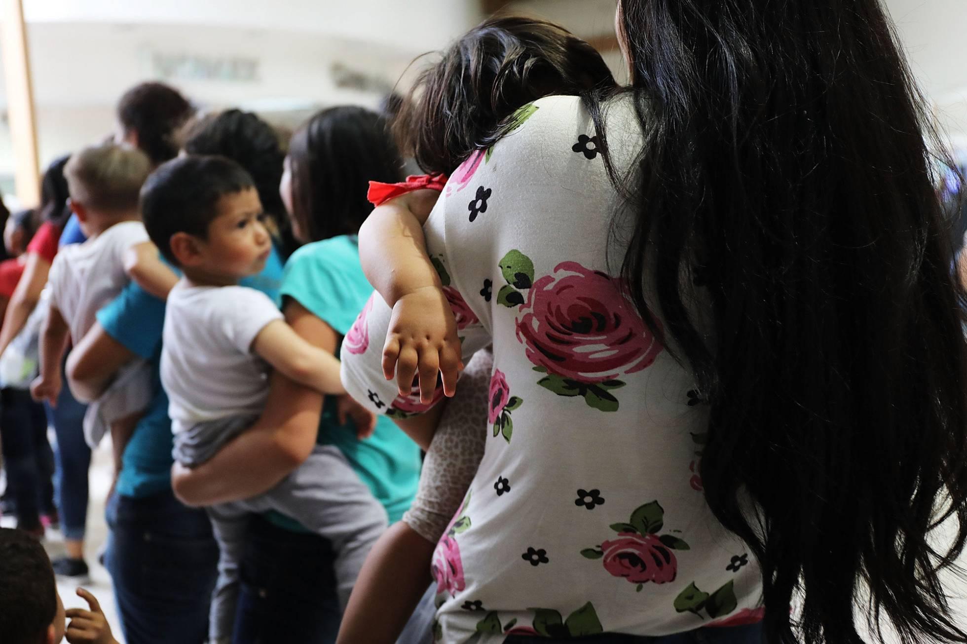 Estados Unidos realiza pruebas de ADN para juntar a padres e hijos inmigrantes