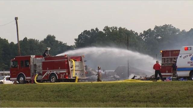 Taller de reparación de automóviles y concesionario de automóviles destruídos en un incendio en Thorsby