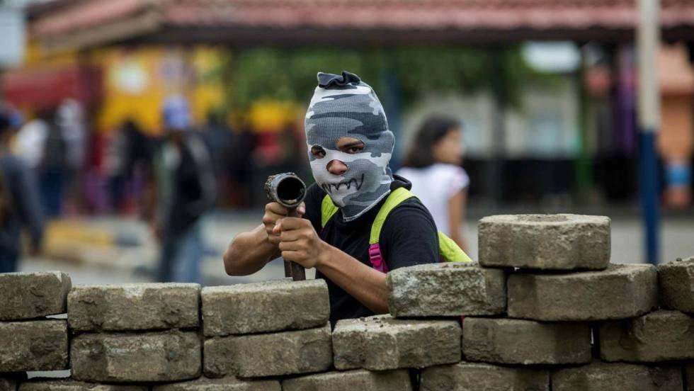 1 joven con mortero en nicaragua
