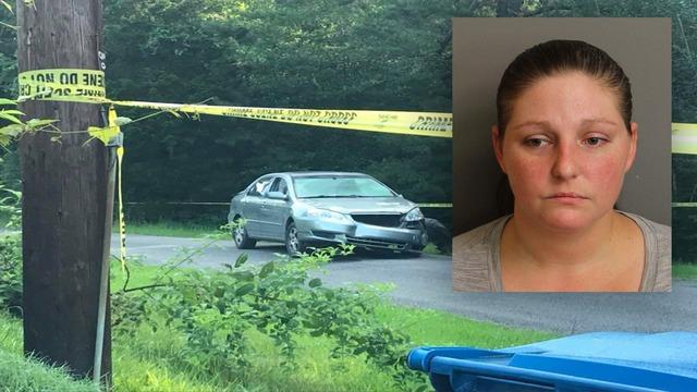 Mujer condujo a la policía a una persecución y se estrelló contra el automóvil de la policía antes de ser baleada por un oficial de Tarrant