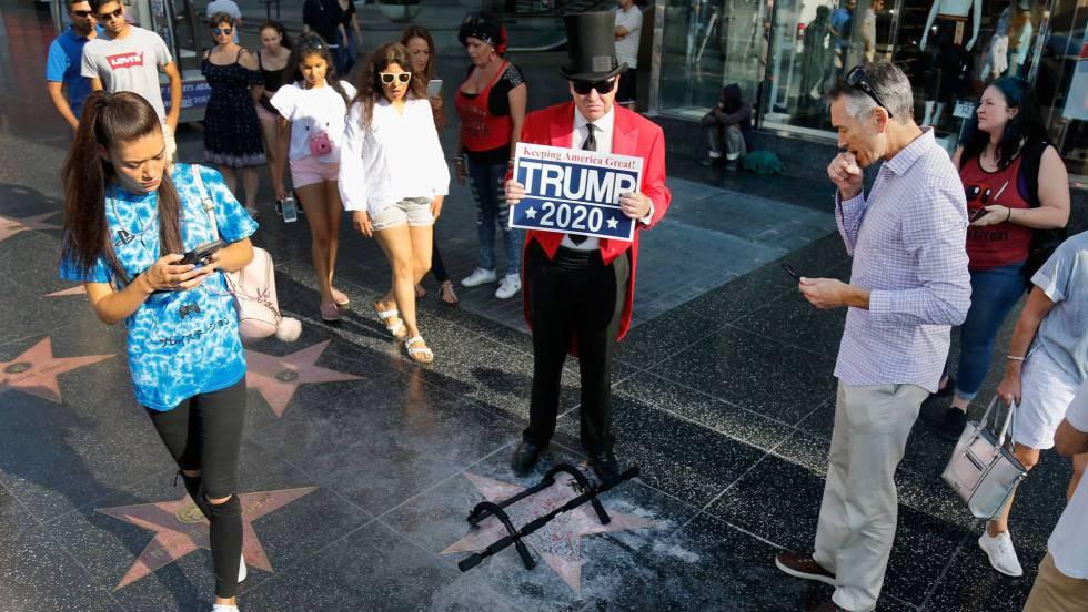 Destrozada con un pico la estrella de Trump en Hollywood