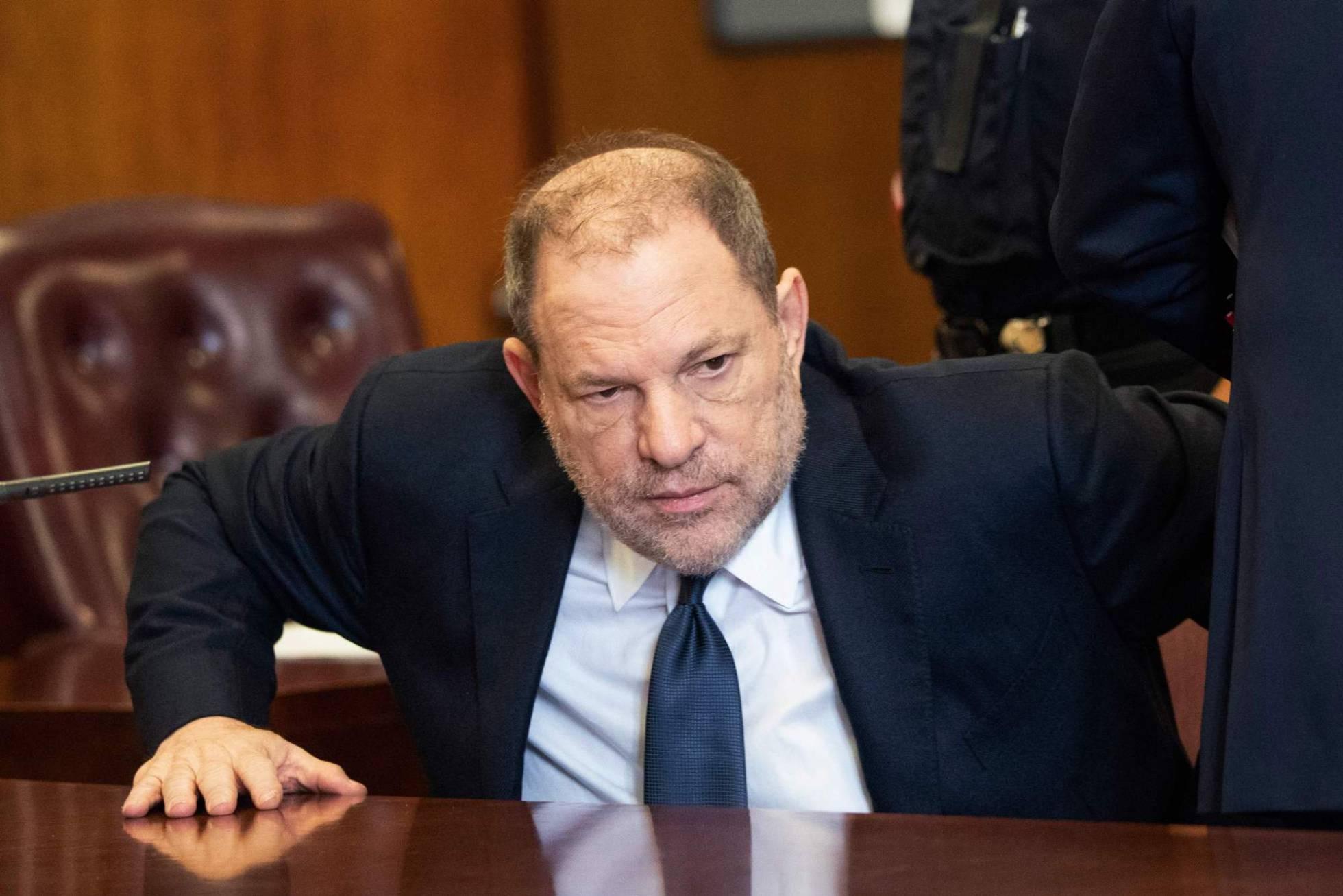 Weinstein se arriesga a cadena perpetua por tres nuevos cargos de abusos