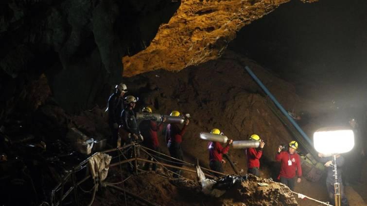 Localizan con vida a los niños desaparecidos hace nueve días en una cueva de Tailandia