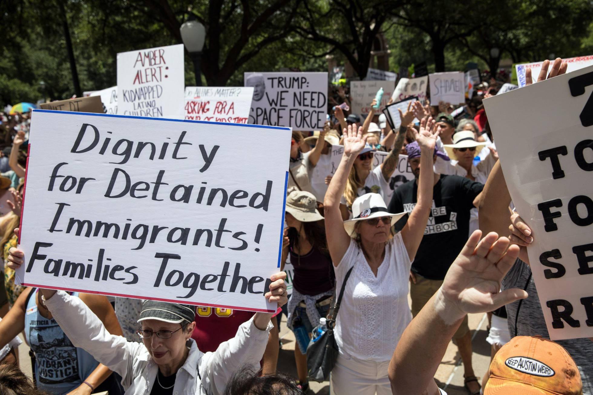 EE UU empieza a reunir con sus padres inmigrantes a los niños que separó en la frontera