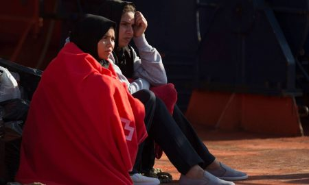 mujeres asistidas por cruz roja