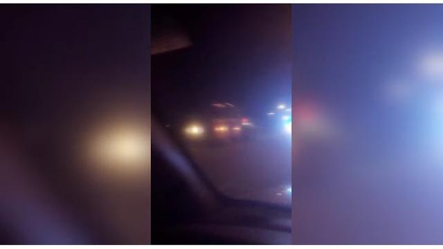 Sospechoso en persecución a alta velocidad, salta del puente, afirman las autoridades