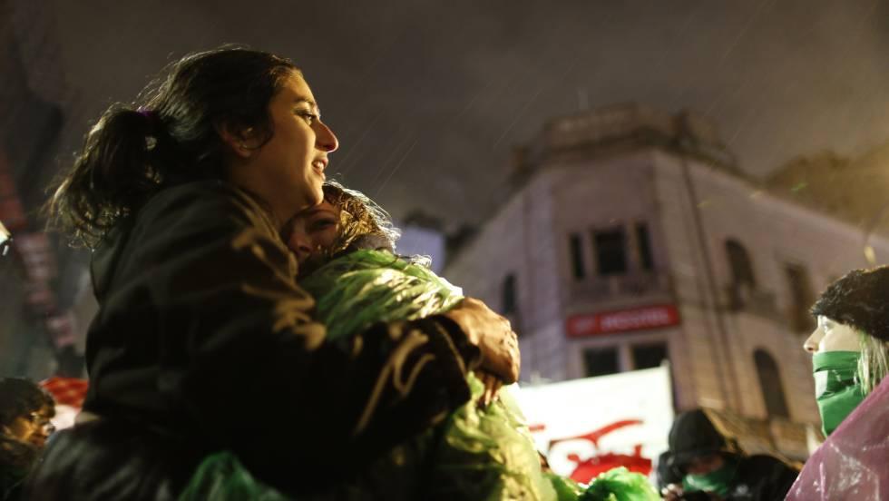 El Senado argentino dice 'no' al aborto y deja al país con una ley de 1921
