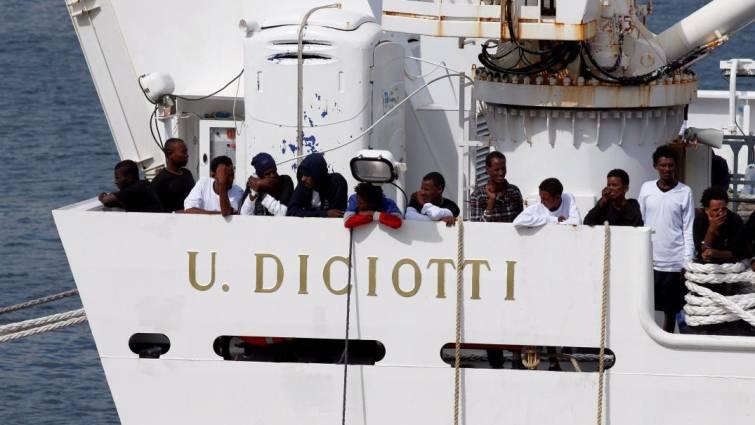 Salvini bloquea el desembarco en Catania de los 177 migrantes rescatados por un barco italiano