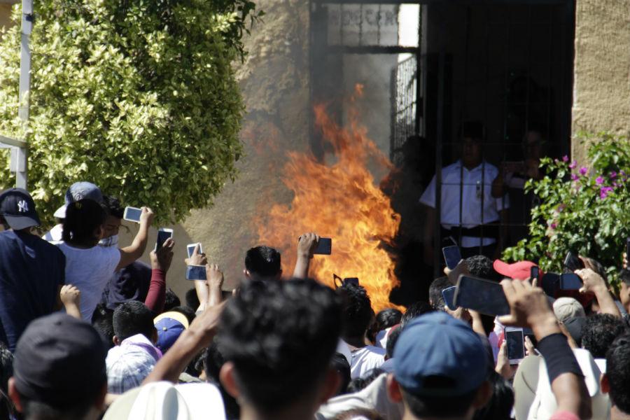 Queman vivos a dos sospechosos del secuestro de niños en México
