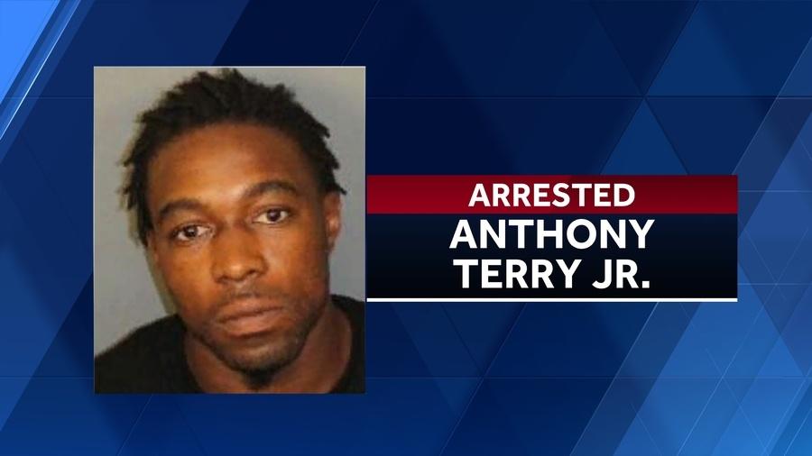 Hijo de representante estatal de Alabama, arrestado en redada antidrogas a primera hora de la mañana