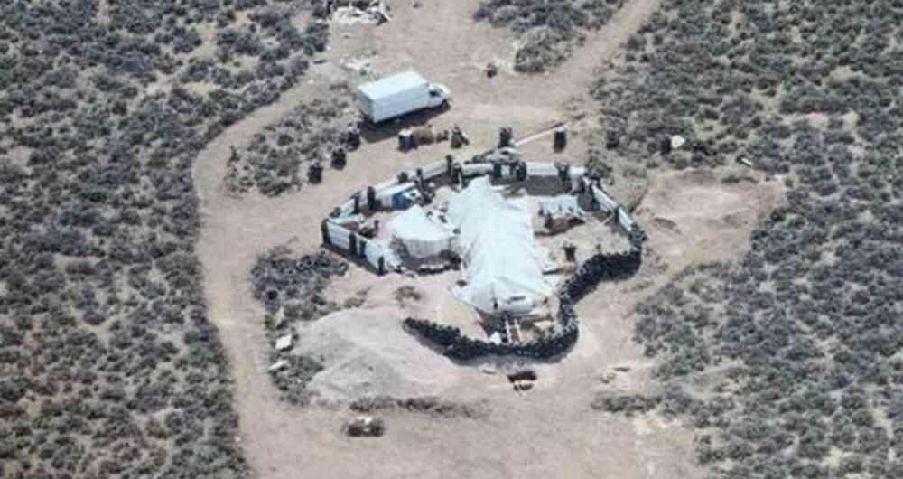 Hallazgo de 11 niños hambrientos y en cautiverio en el desierto de Nuevo México, EE.UU