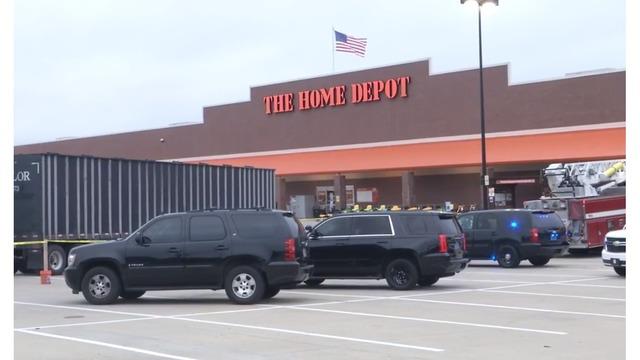 Conductor muerto después de ser atropellado por un camión de 18 ruedas, en el estacionamiento del Home Depot de la Autopista 280