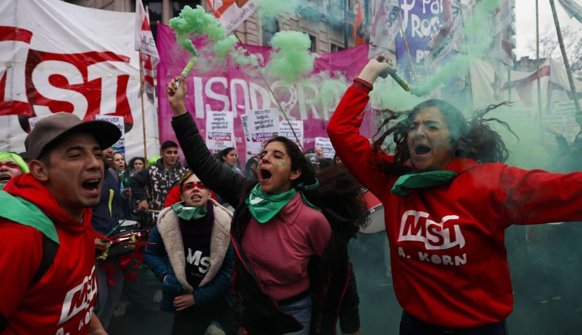 El 'no' aventaja en el Senado argentino tras ocho horas de debate sobre el aborto legal