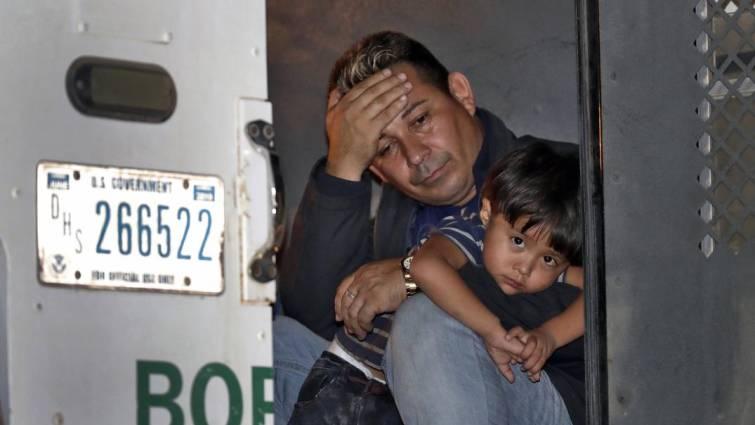 Un juez bloquea las nuevas deportaciones de Trump