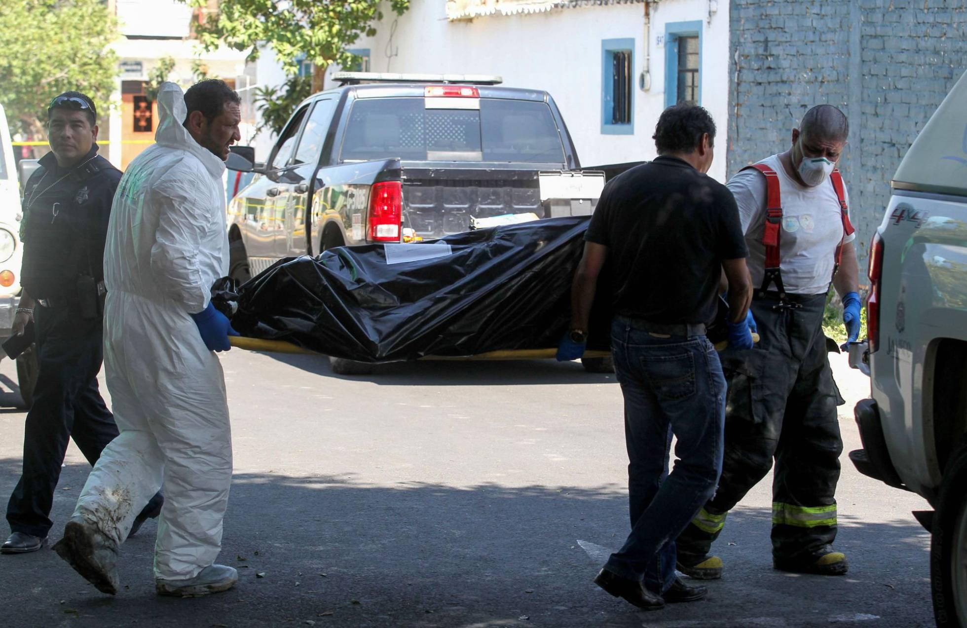 Hallados 10 cuerpos en una fosa clandestina en Guadalajara