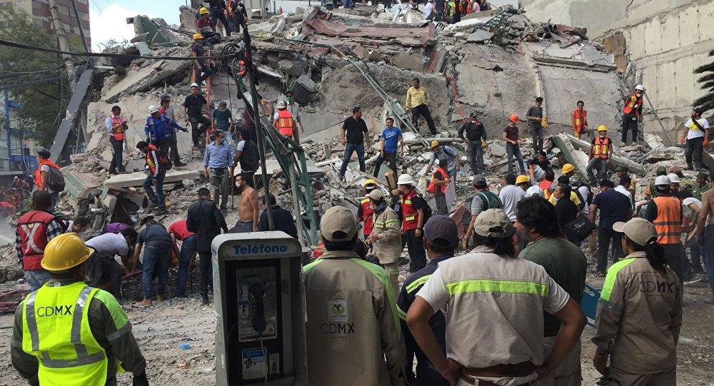 """""""Escalofriantes hallazgos"""" de corrupción en derrumbes por terremoto en México"""