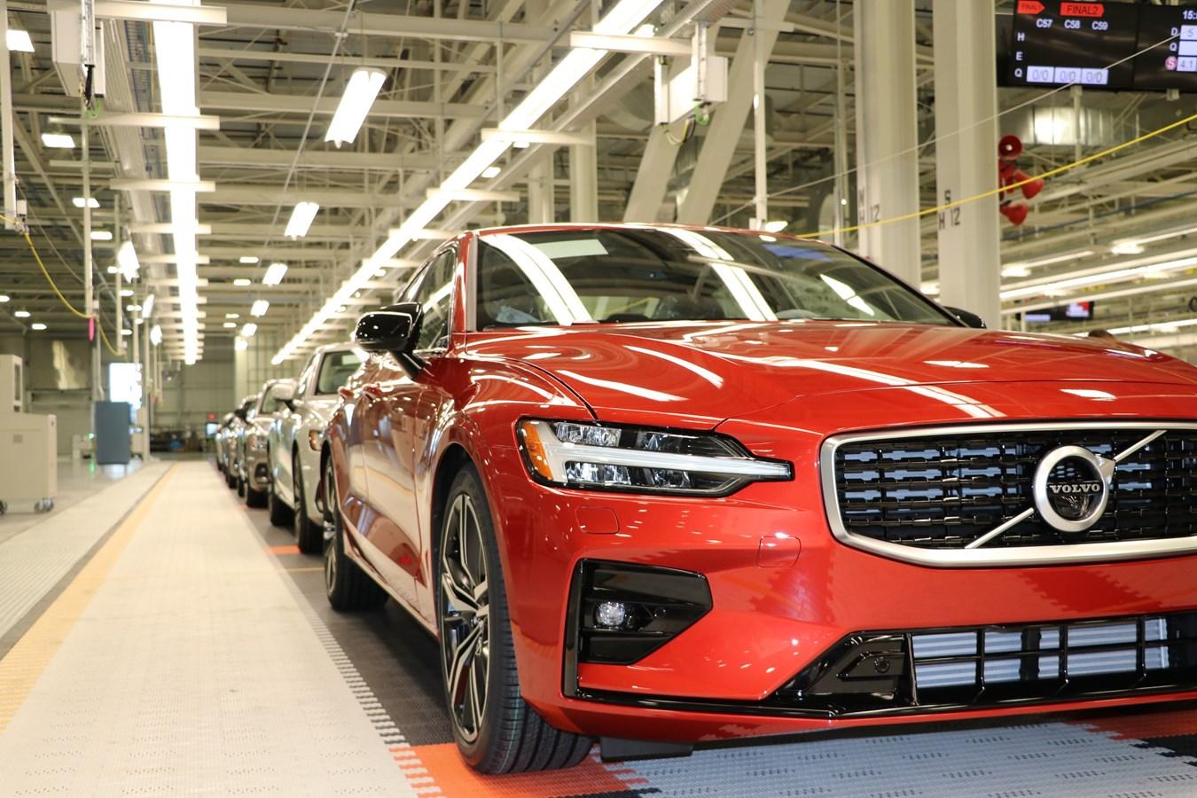 Volvo comienza a fabricar automóviles en los Estados Unidos