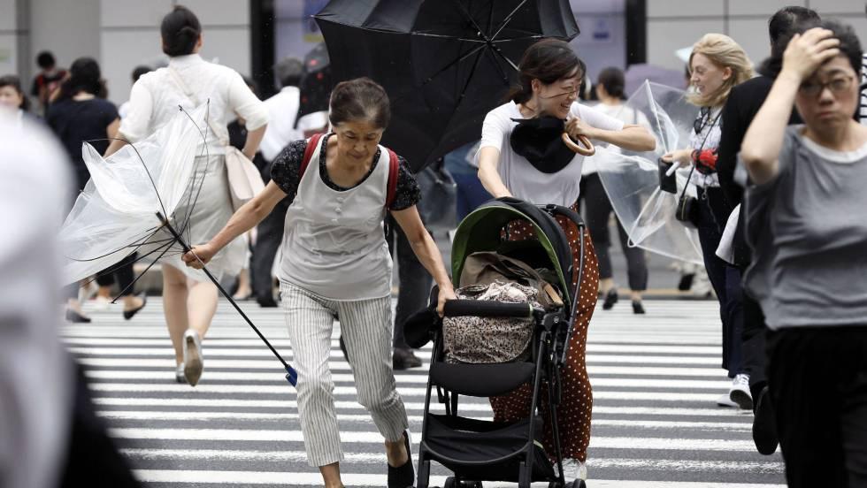 Japón se prepara para la llegada de 'Jebi', el tifón más potente en 25 años