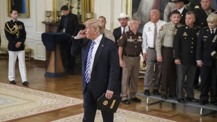 Trump denuncia «conjuras y traiciones» en el seno de la Casa Blanca