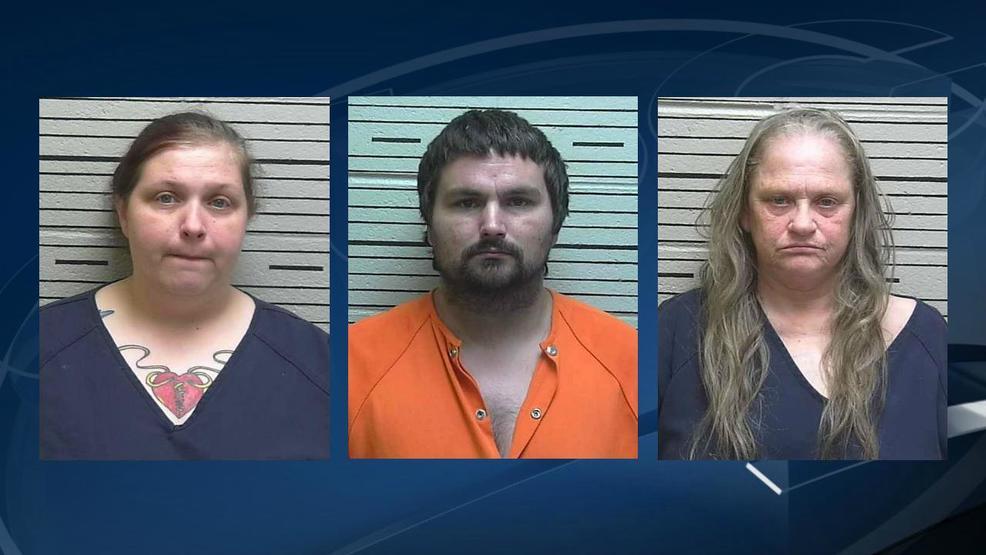 Niño encontrado desnudo y encadenado en el centro de Alabama