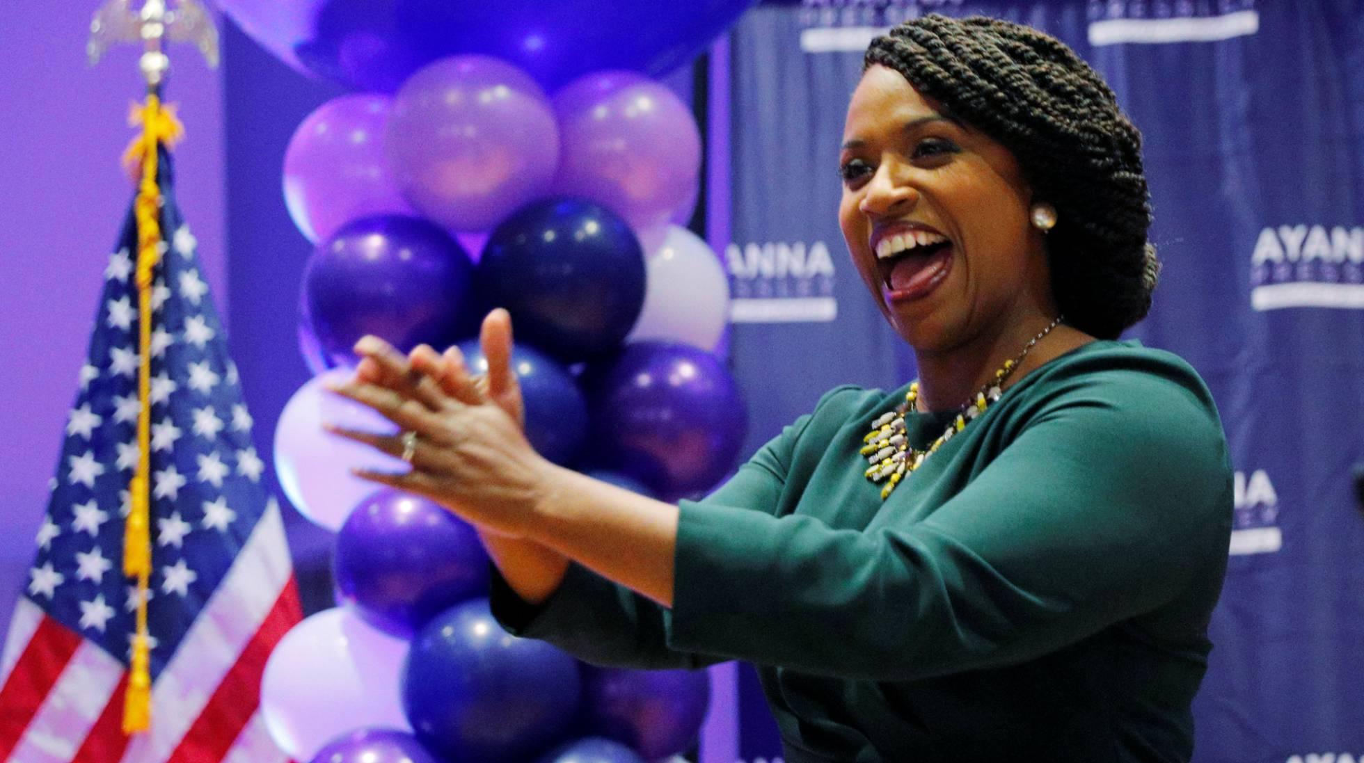 Una demócrata afroamericana se impone a un veterano congresista en Massachusetts