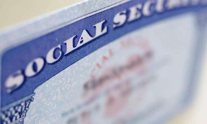 Denuncian robo de nada menos que 39 millones de tarjetas de seguro social