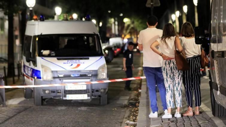tiene personas heridas con arma blanca en paris