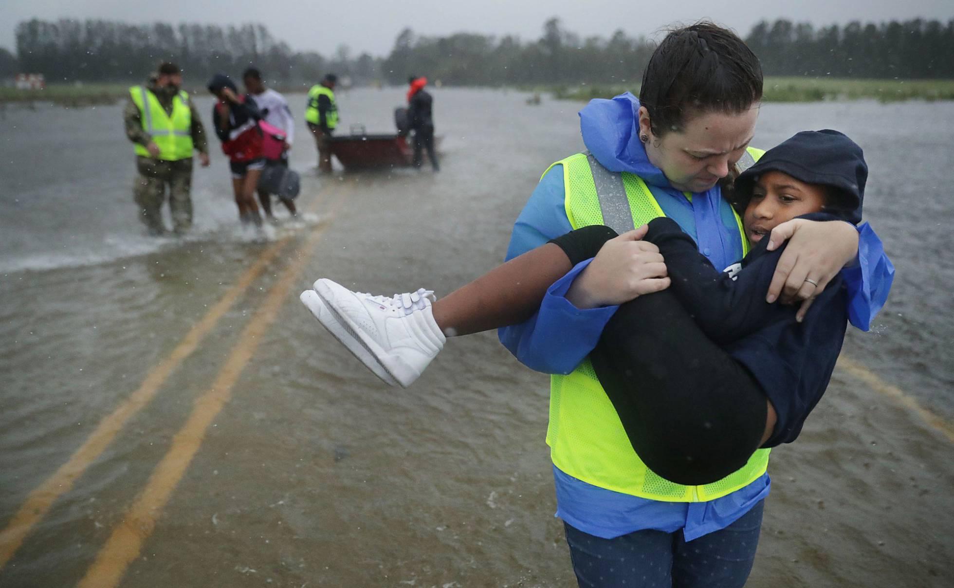 Florence causa estragos y deja al menos cuatro muertos al llegar a la costa de EE UU