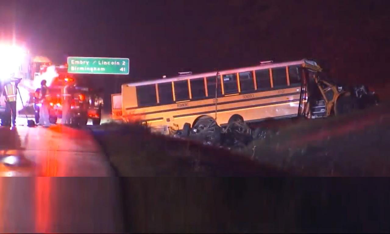 Accidente fatal involucrando un autobús escolar, reportado en la I-20 WB en el condado de Talladega