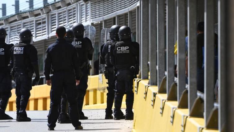 agentes EEUU en frontera con