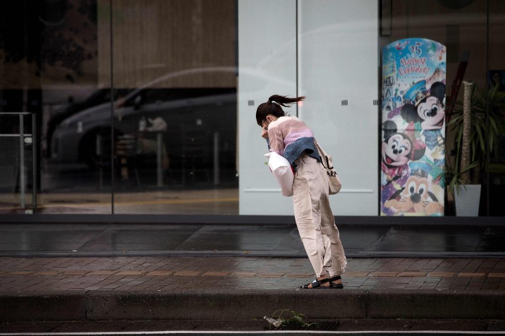 """Tifon """"trami"""" sacude Japón y deja 84 heridos y mas de mil vuelos cancelados"""
